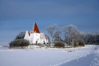 Avnede kirke i sne.jpg